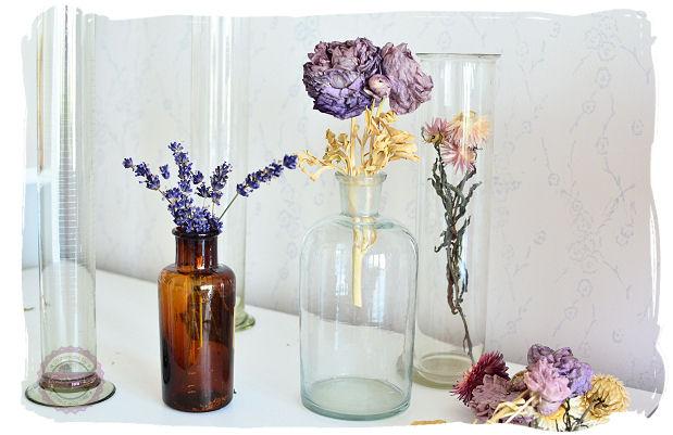 butelki chemiczne jako dekoracja