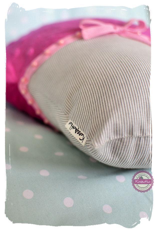 wszywanie metki do poduszki